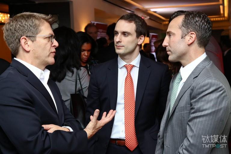 Michael Kratsios(中), Jay Carney(左, 奥巴马任内新闻秘书), Reed Cordish(右, 特朗普顾问)