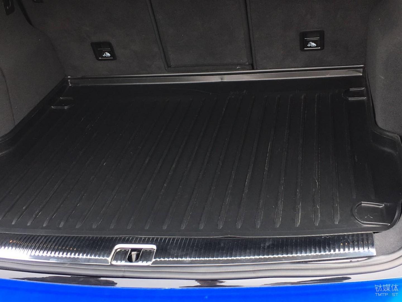 德尔福自动驾驶车辆的后备箱