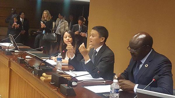 """马云在联合国日内瓦总部和""""同事""""交流"""