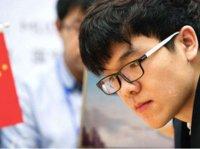 """柯洁:AlphaGo下棋很""""仙"""",但要让我服,得在棋盘上摁倒我"""