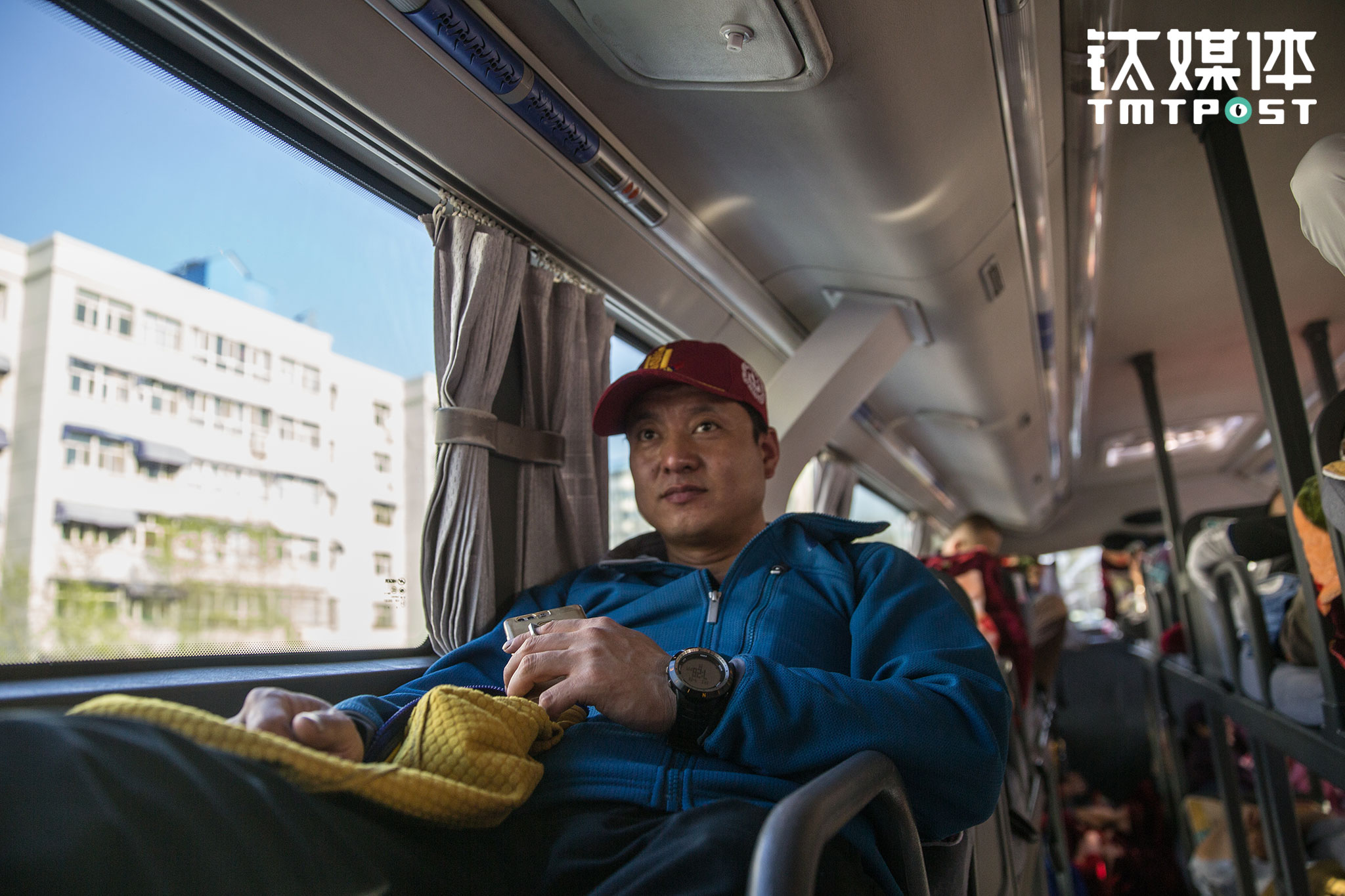 4月28日,江湖带了一支12人的小队伍,从乌鲁木齐出发前往昭苏,进行夏特古道的重装徒步活动。夏特古道是国内顶级徒步路线之一,它穿越天山,联通南北疆,从伊犁昭苏到南疆阿克苏,全长120公里,一路有草原牧场、冰川、原始茂林、冰河等景观,唐代高僧玄奘西行取经时,曾穿越这条线路。