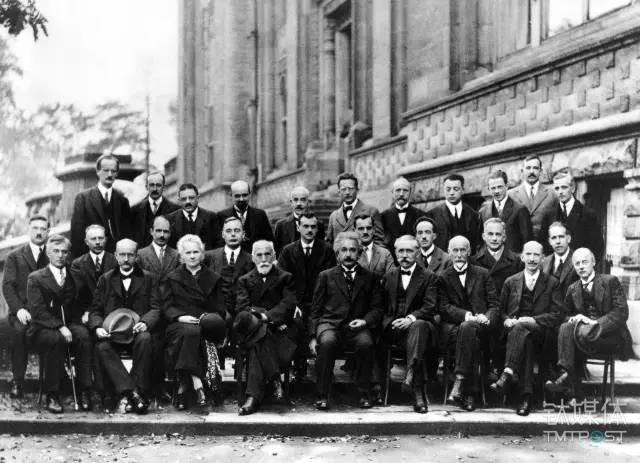 图丨20世纪最伟大的科学家的合影(其中有薛定谔、波尔、普朗克、居里夫人和爱因斯坦等)