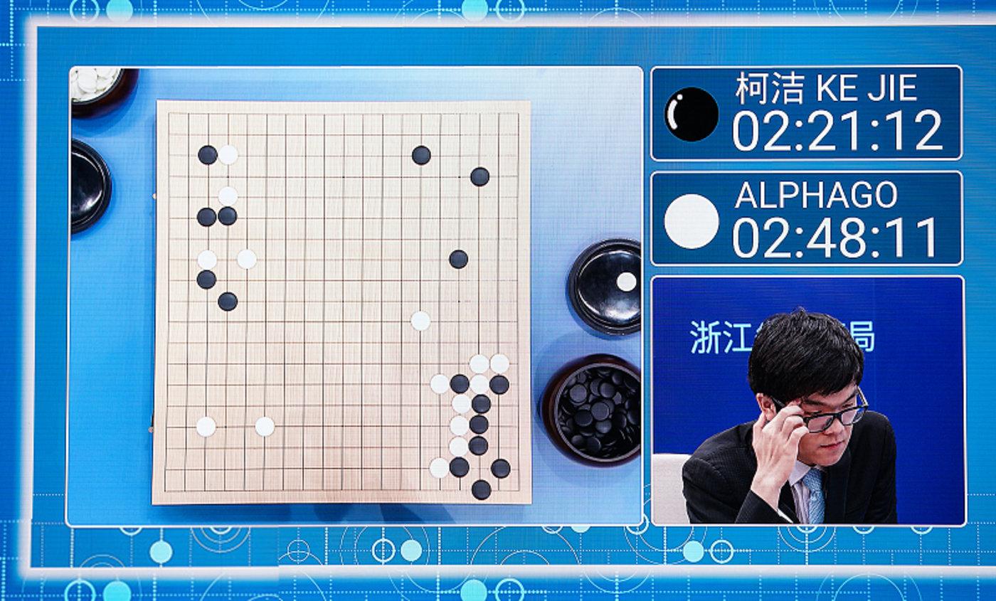 AlphaGo执白1/4子战胜柯洁,暂时1比0领先
