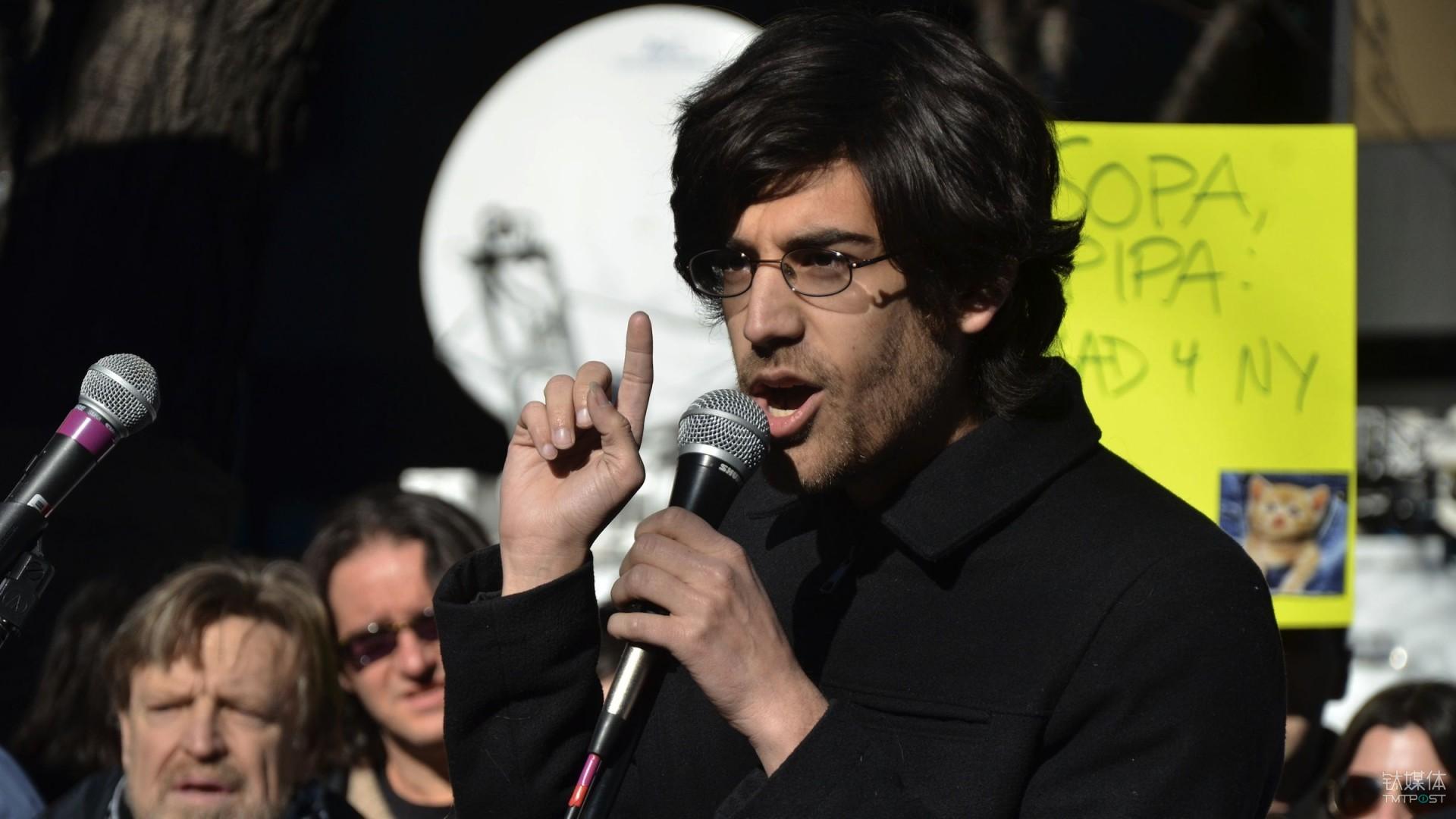 斯沃茨在2012年一次反对 SOPA 的活动上 Daniel Sieradski, via Wikimedia Commons 来源:qz