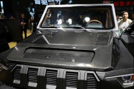 配置了碳纤维前机盖的北汽BJ80吉普车