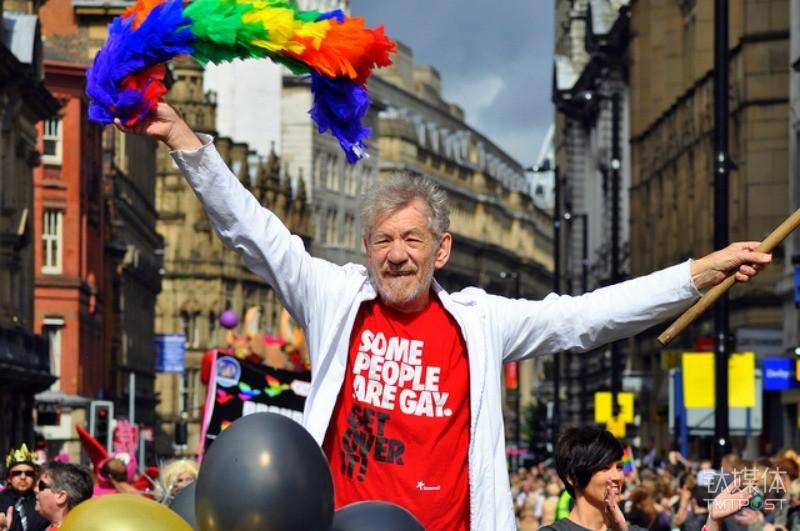 伊恩·麦凯伦爵士在英国曼彻斯特的同性恋Manchester Pride