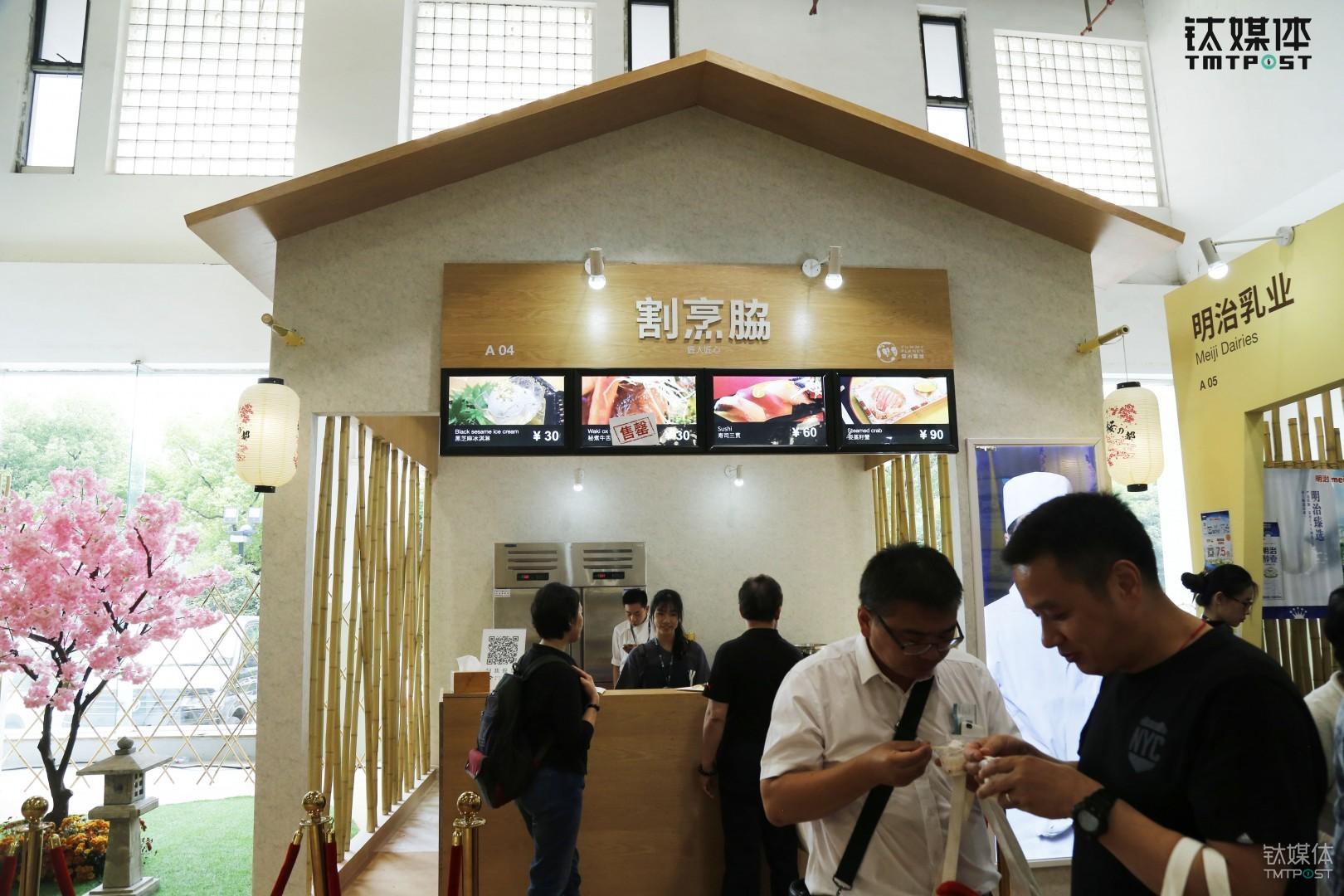 """日本天皇""""御厨""""担任料理长的割烹脇餐厅,料理长山田显弘从10岁开始学做日本料理,至今已有七十多年,获得过三届日本内阁总理的褒奖。"""