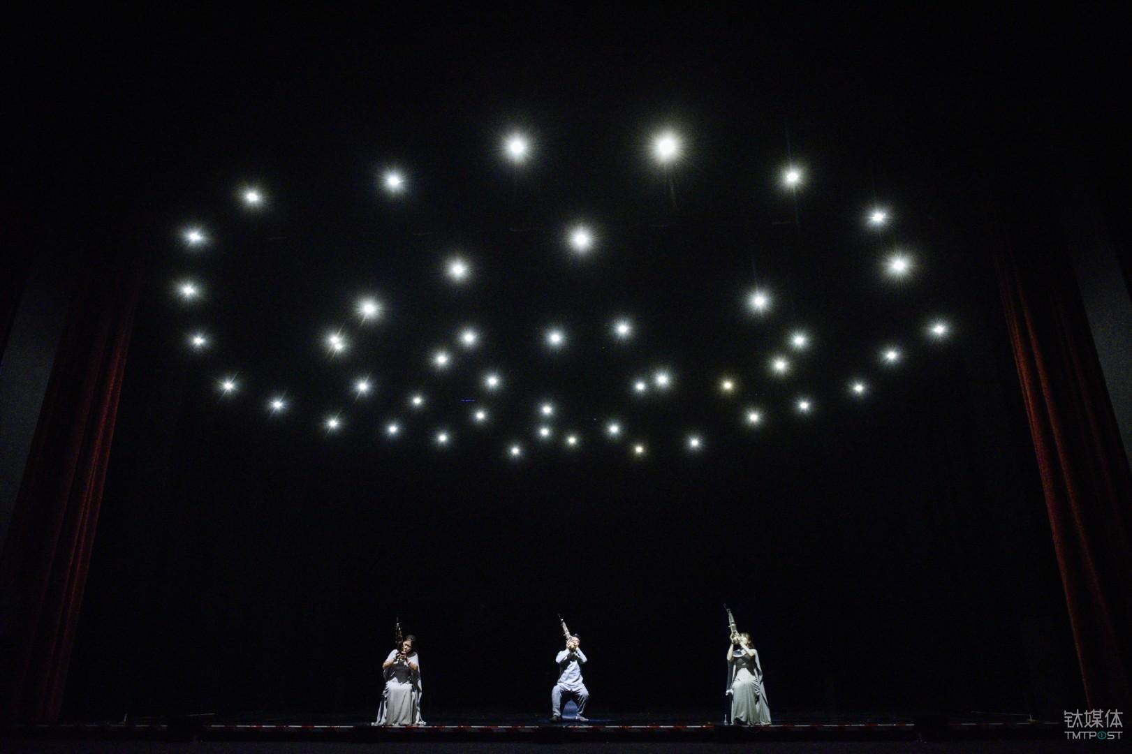 笙乐表演和无人机结合取得了惊人的表演效果