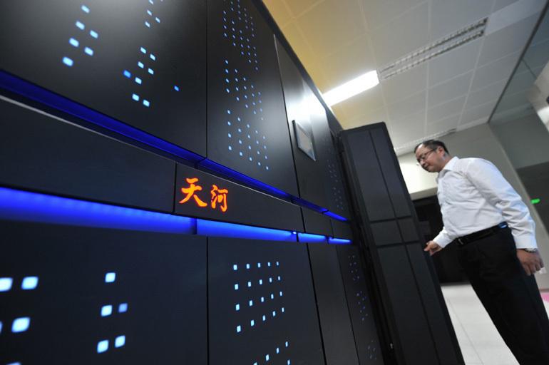 国防科技大学研制的天河二号超级计算机系统