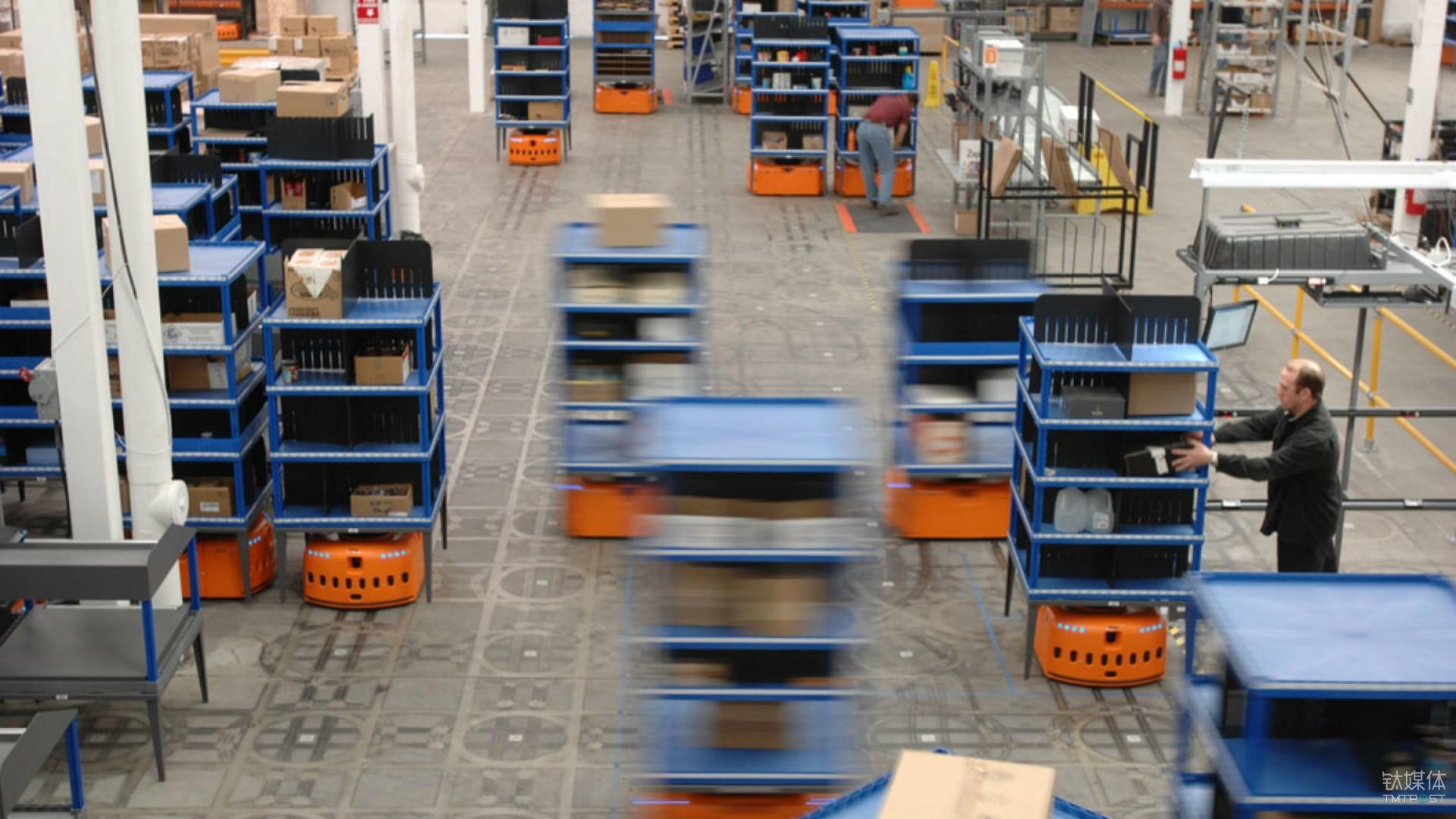 在收购 Kiva Systems 后,Amazon 打造出了世界上最庞大的仓库机器人集群