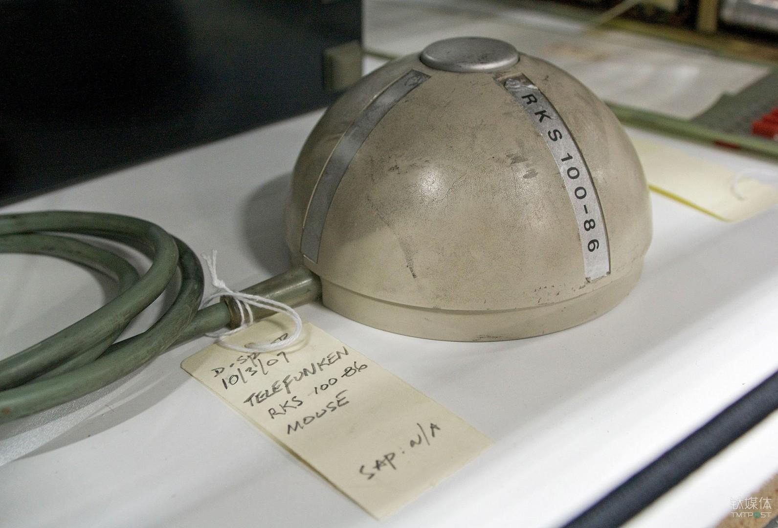 1968年问世的 RKS 100-86 是世界上第一款滚轮鼠标