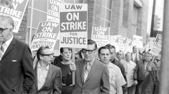 全美汽车工人联合会组织工人罢工 (图片来源:网络)