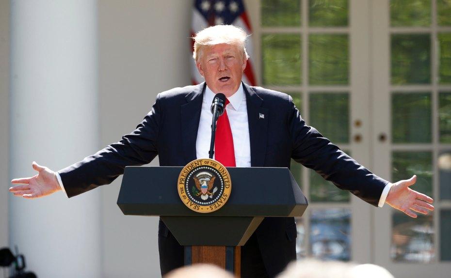 特朗普在白宫发表美国退出《巴黎气候协定》的声明。图片来源Reuters/Kevin Lamarque