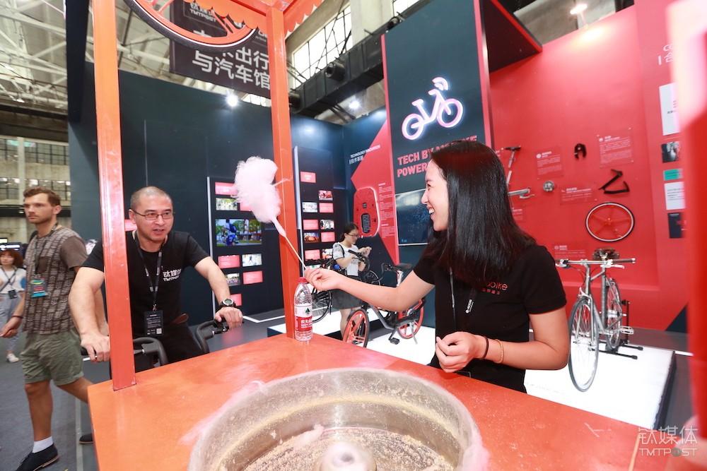 """胡玮炜与钛媒体联合创始人刘湘明共同制作一款""""摩拜单车牌""""棉花糖"""