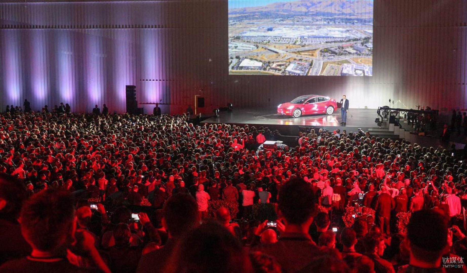 特斯拉在加州弗里蒙特市的工厂举行Model 3交付仪式