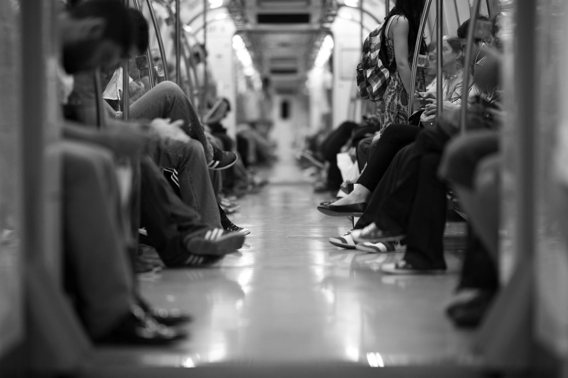 """""""公交刷手机""""这个城市刚需流量入口,巨头们早就开始了博弈-钛媒体官方网站"""