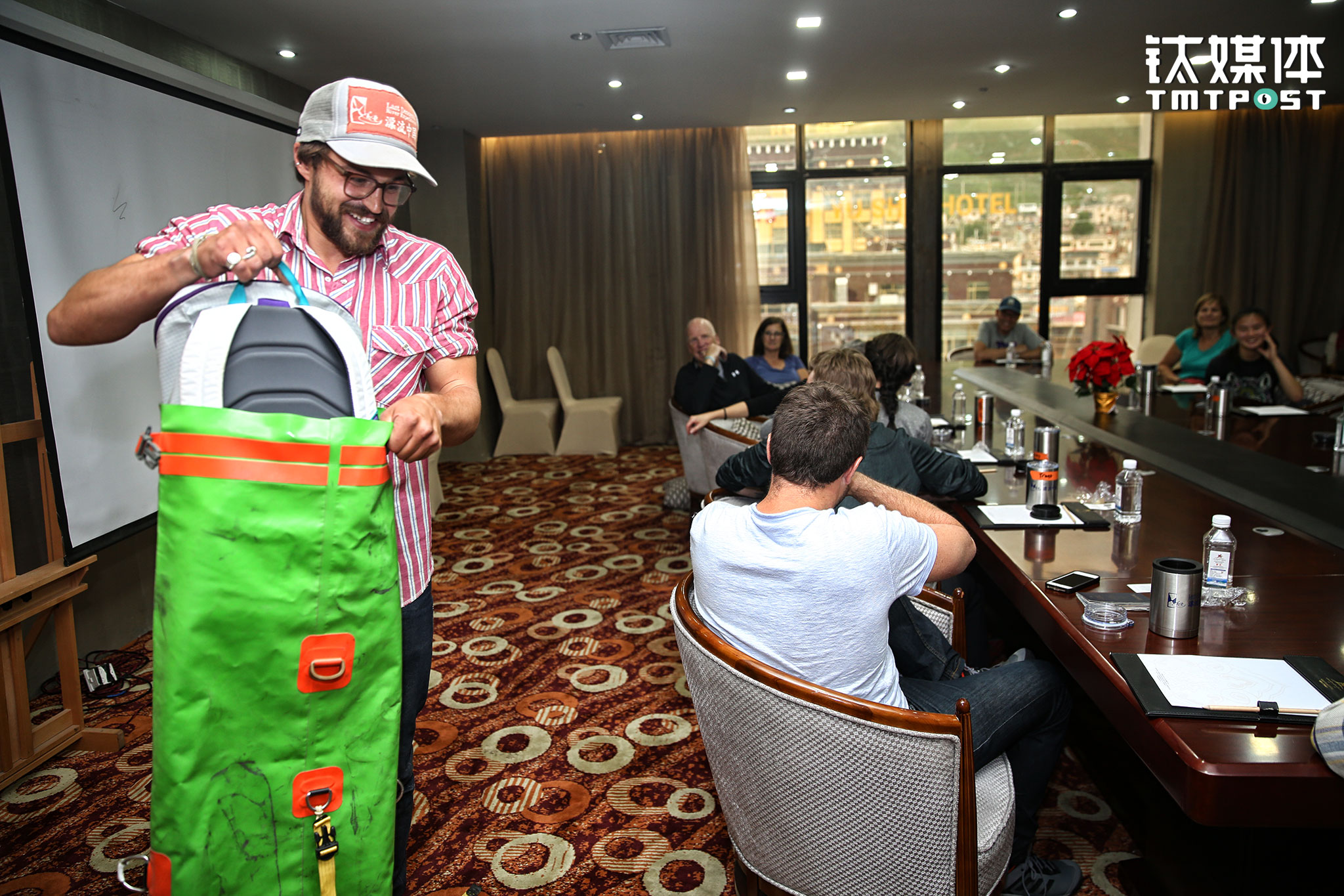 June 23rd, 2017, at Yushu, Qinghai province. Several days before the journey began, Last Descents' team was having a preparation meeting. Captain Jed was briefing 12 guests from the U.S. on the trip details, and giving out water-proof bags and rafting suits.