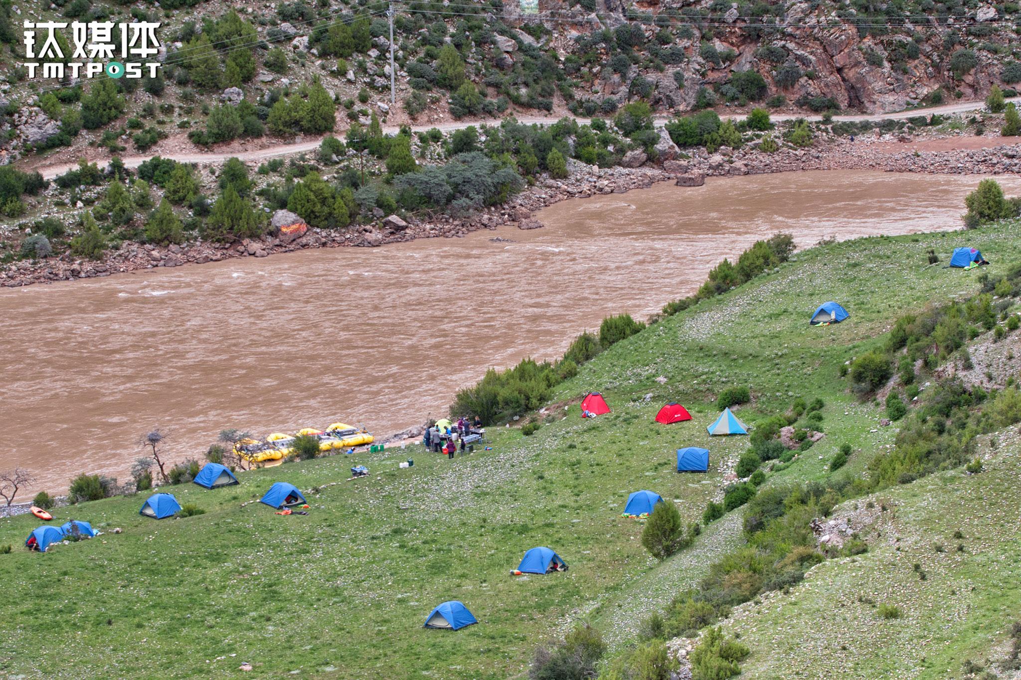 每天到达营地,客人们都有非常充裕的时间扎营、整理,以及在营地附近徒步探索。