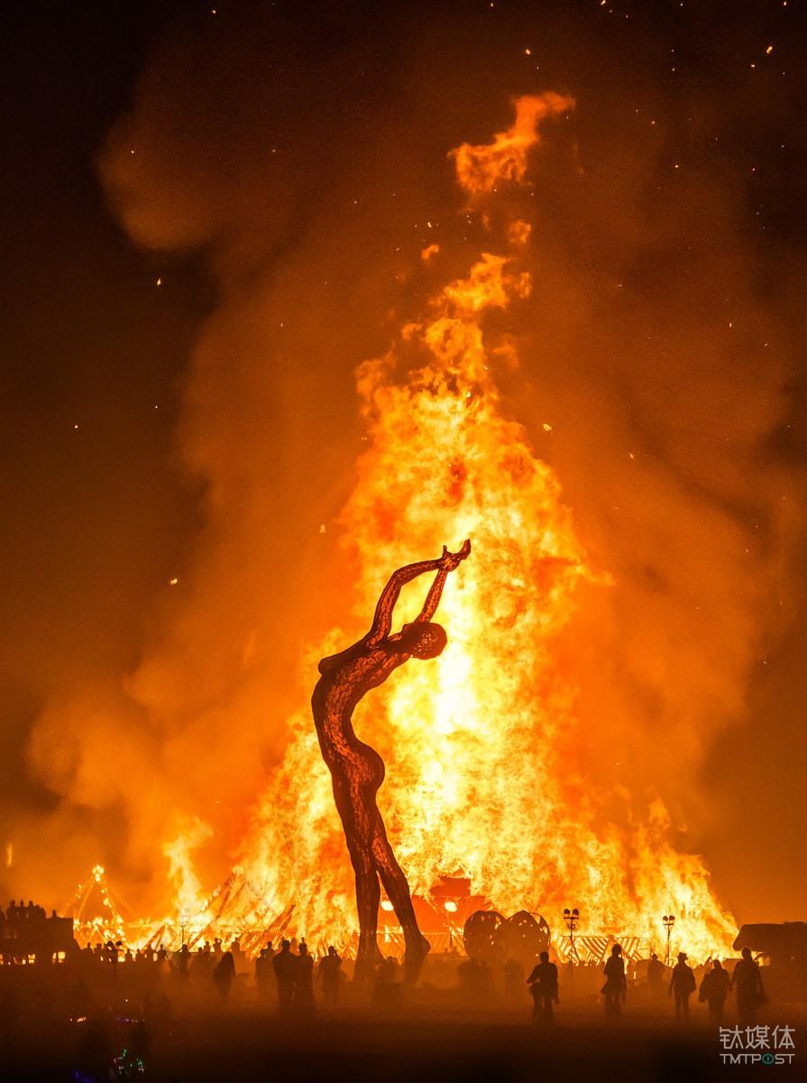 火人节现在已经成为一场狂欢活动 Photo by Trey Ratcliff