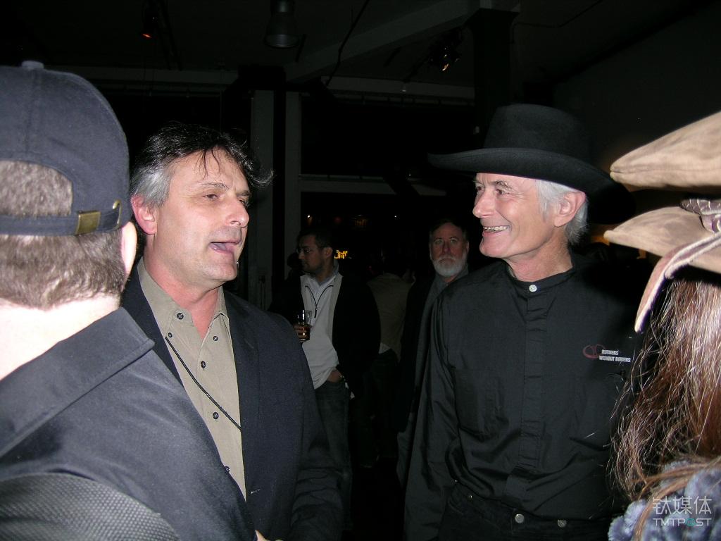 火人节的两位主要创始人,左为约翰·洛,右为迈克·米尔克