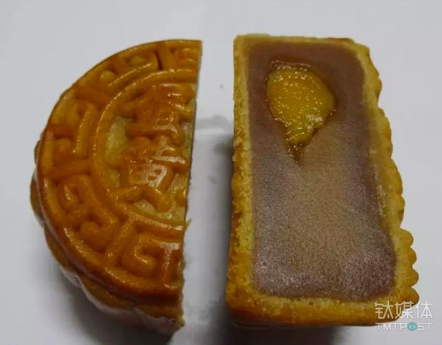 """浙江绍兴一月饼放了一年没变味儿,获封""""饼坚强"""" / 视觉中国"""
