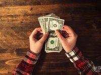 趣店罗敏说要捐助贫困学生,但孩子们知道上学后等待他们的是校园贷吗?
