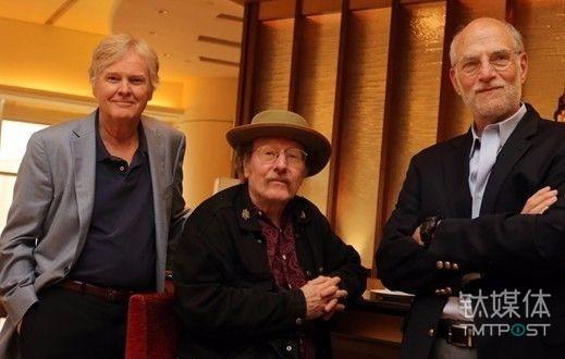 左起分别为,迈克尔·杨(Michael W Young)、杰弗理·霍尔(Jeffrey C Hall)、迈克尔·罗斯巴希(Michael Rosbash),三人曾获得2013年第十届邵逸夫奖生命科学与医学奖。