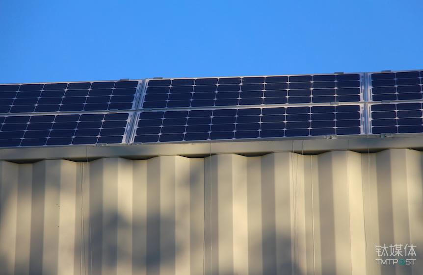 光储换电站的光伏发电屋顶
