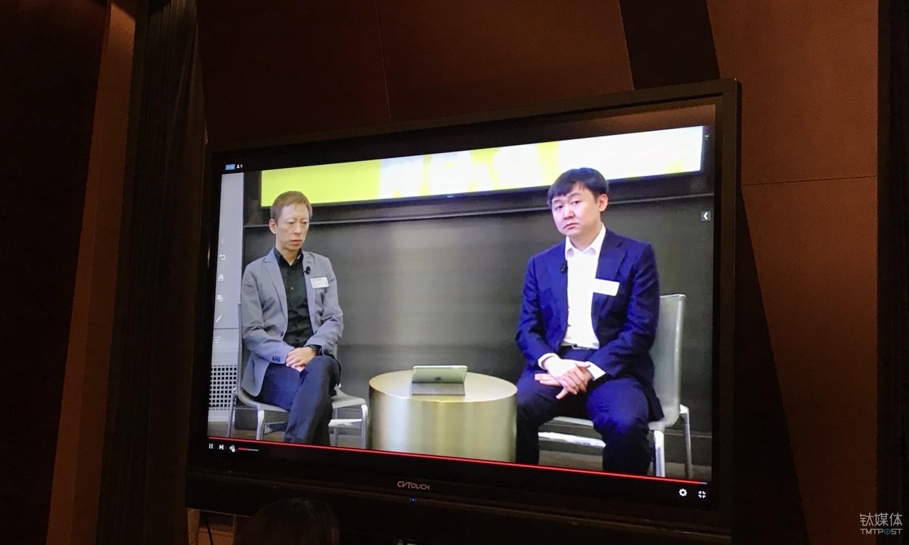 张朝阳和王小川在纽交所敲钟前远程接受采访