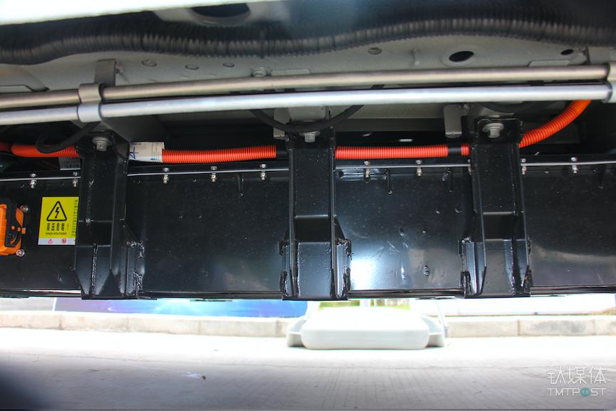 FCV80的电池包,由于使用磷酸铁锂电芯导致体积略大