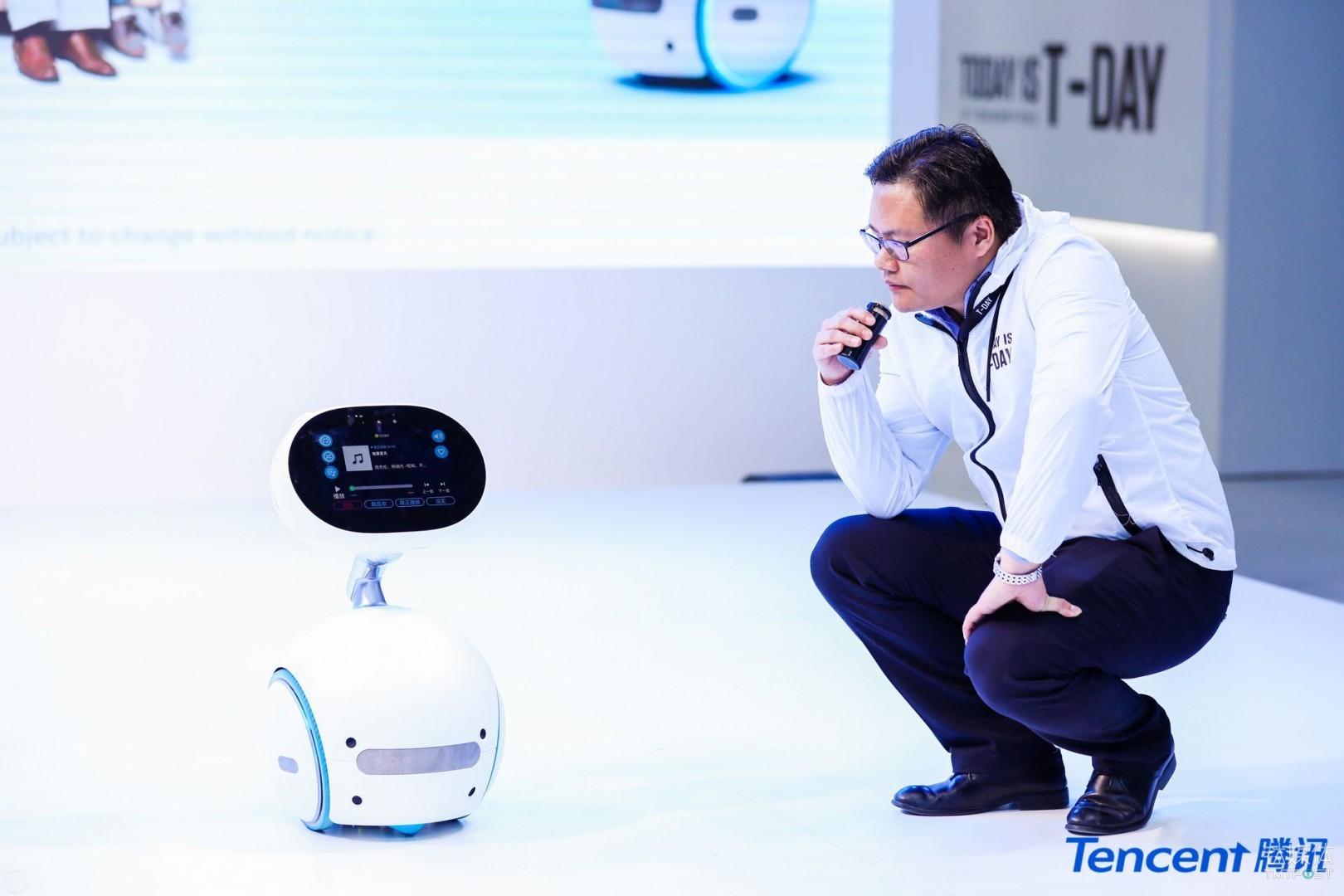 与腾讯小微合作的机器人-Alpha Ebot