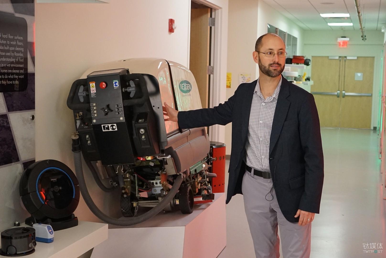 iRobot 为Johnson Wax 建造的大型清洁机器人