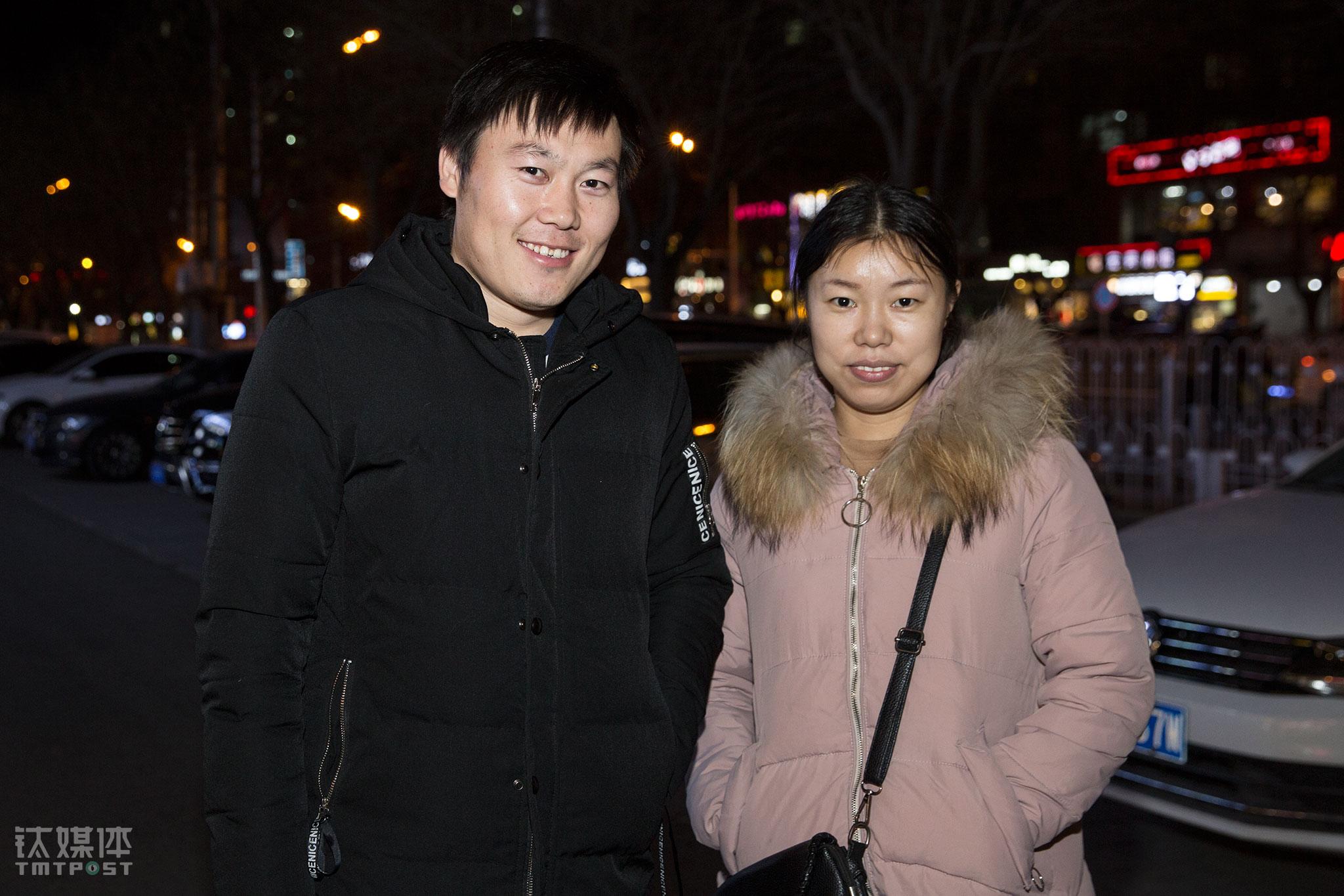 """2017年,闫军祥实现了诺言,女朋友变成妻子,这是他这一年最大的收获。""""2018再奋斗一年,要个孩子,发展好的话买辆车。"""" 闫军祥这样计划着新的一年。"""