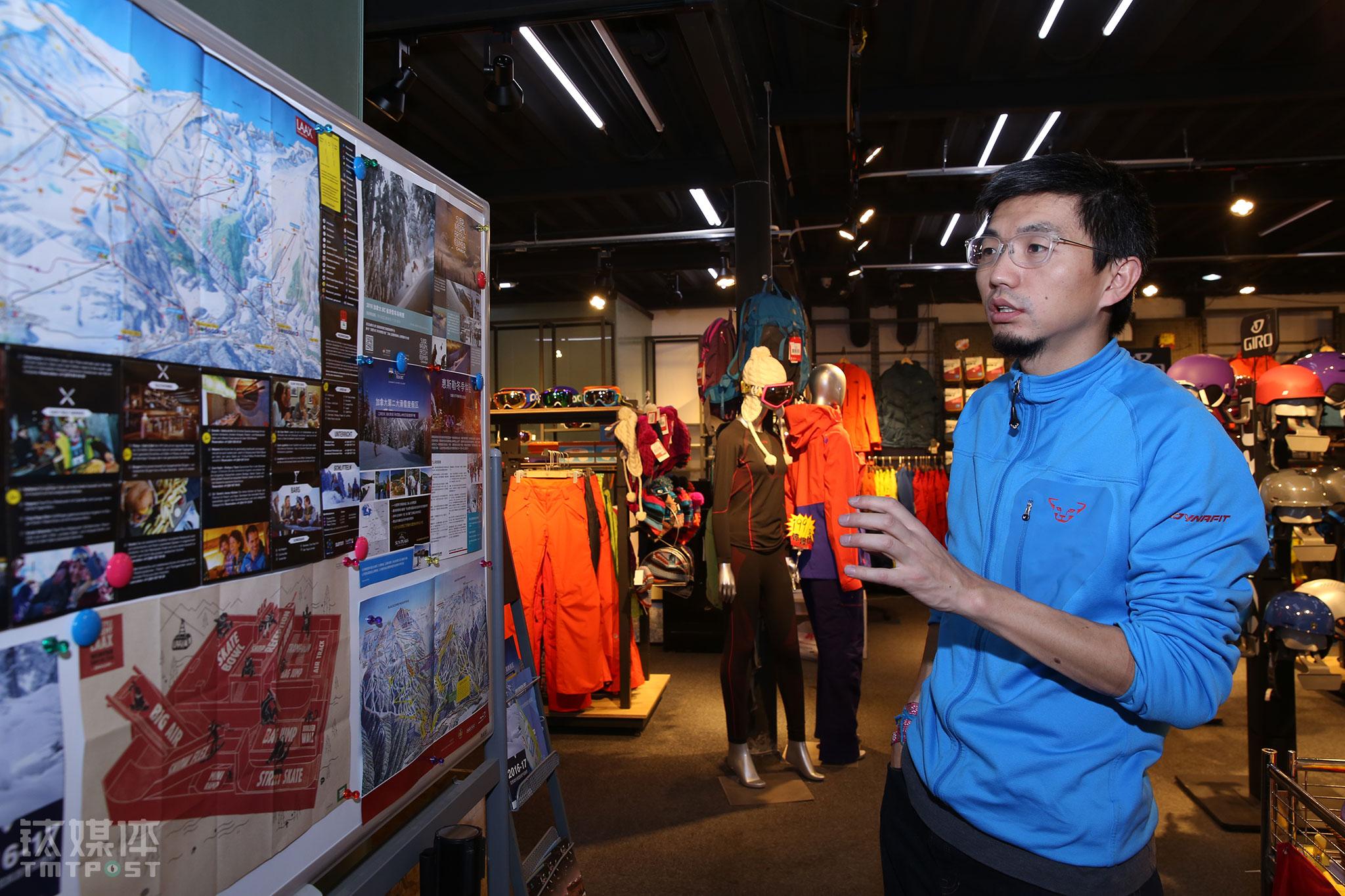 """2016年雪季,""""滑雪助手""""办公室被改造成了雪具店,原有团队缩减大半,球叔也在思索着怎样在2017年通过新的滑雪产品为公司创造新的利润点,提高自身的造血能力,养活团队。"""