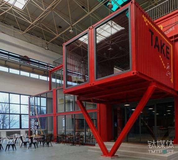 在三一重工太阳谷孵化器内部,有600个集装箱样式的办公室