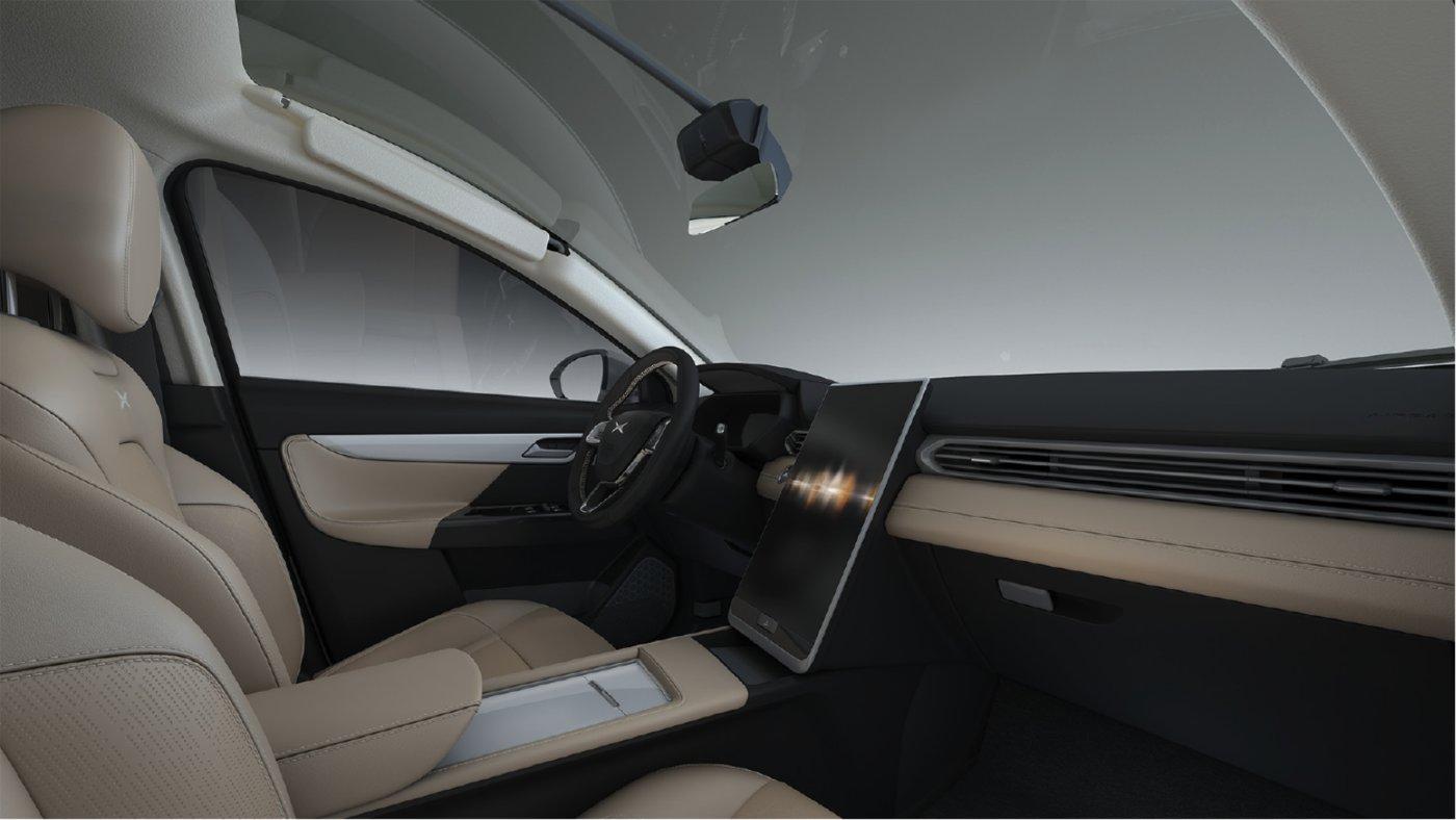 亮点3:首创360°车顶相机、超大高清触屏,驾驶必须简单有趣