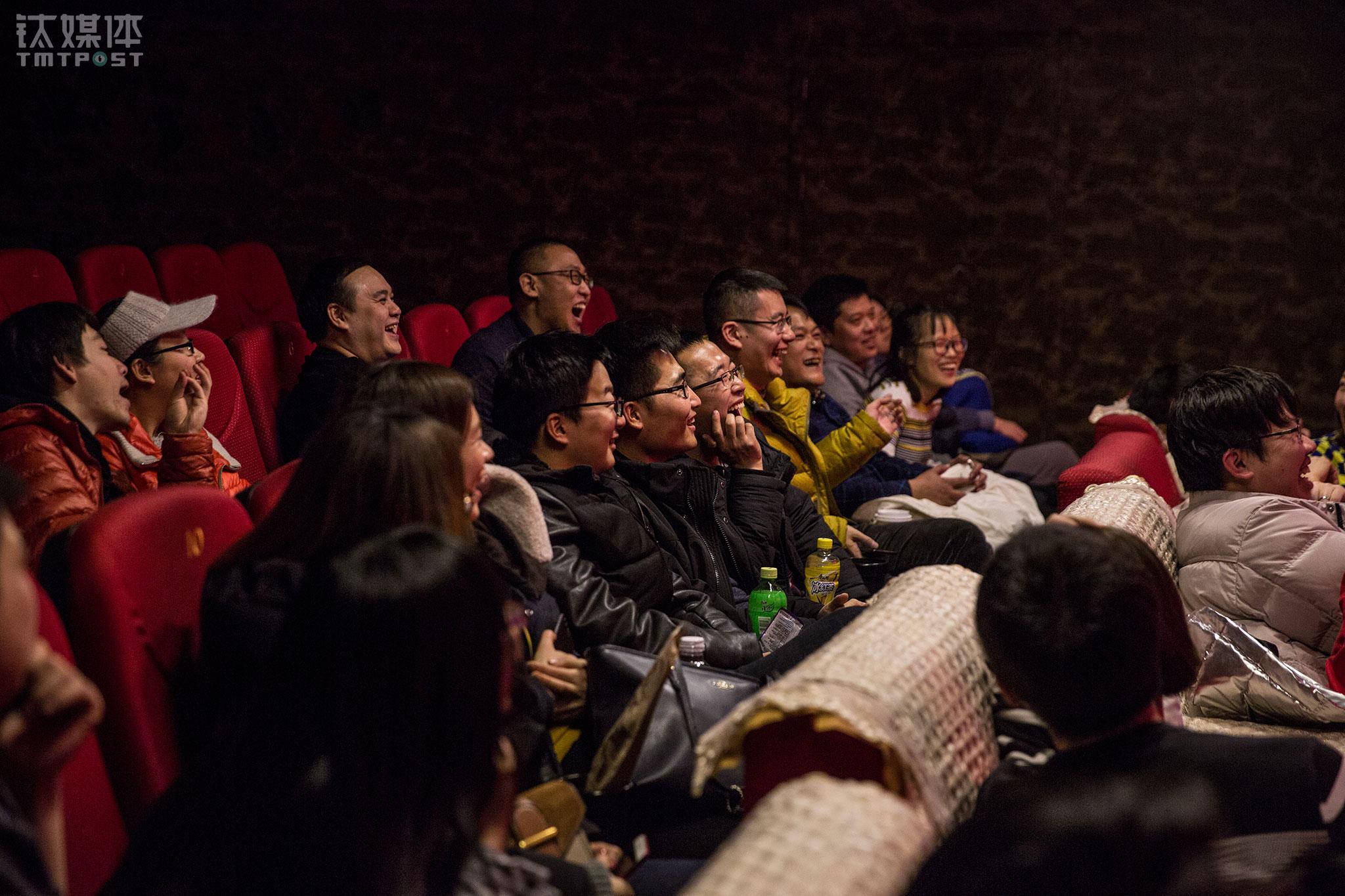 当天下午的《夏姬罢演》上座率比上午高点,不过也只有30多个人。虽然人不多,还是没影响演员发挥,观众被逗得屡屡大笑。