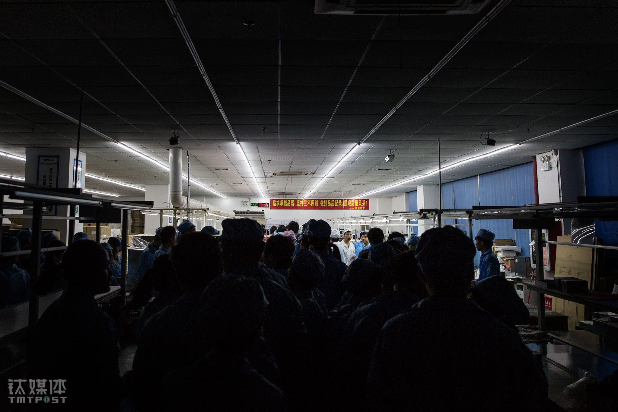 The bell rang, calling it a day. 200 workers started to walk towards to the exit. The smog in Beijing had worsened on that day, bringing up the orders on smart masks and air purifiers. These workers would have to come back in one hour for overtime.
