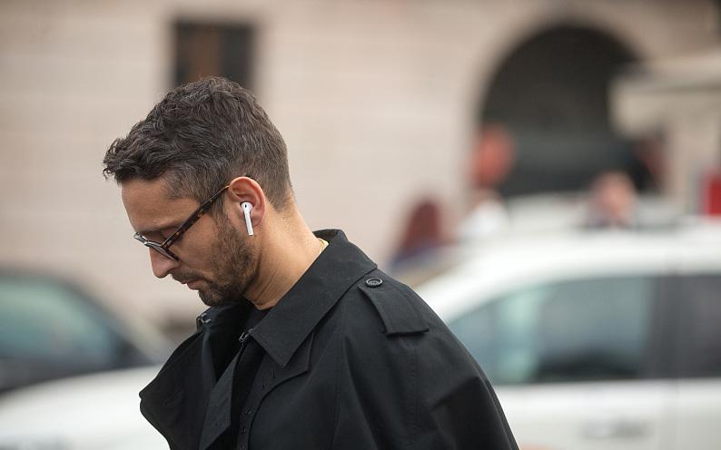 苹果把Siri加入二代AirPods,耳内AI究竟有什么用
