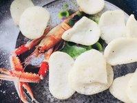 一口就能吃掉半只虾,网红巨无霸大虾片填满你的空虚 | 生活方式