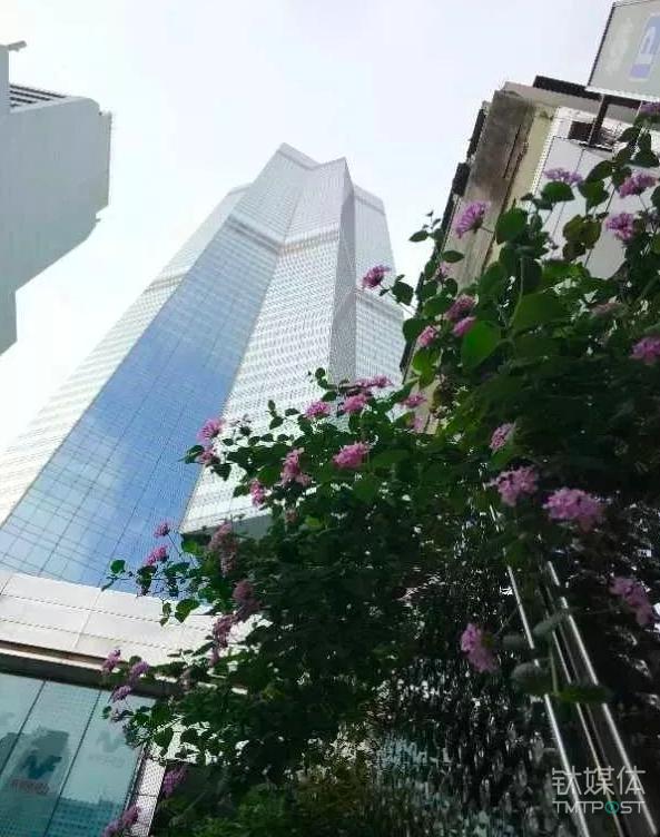 香港中环中心大厦  《等深线》记者 周远征 摄