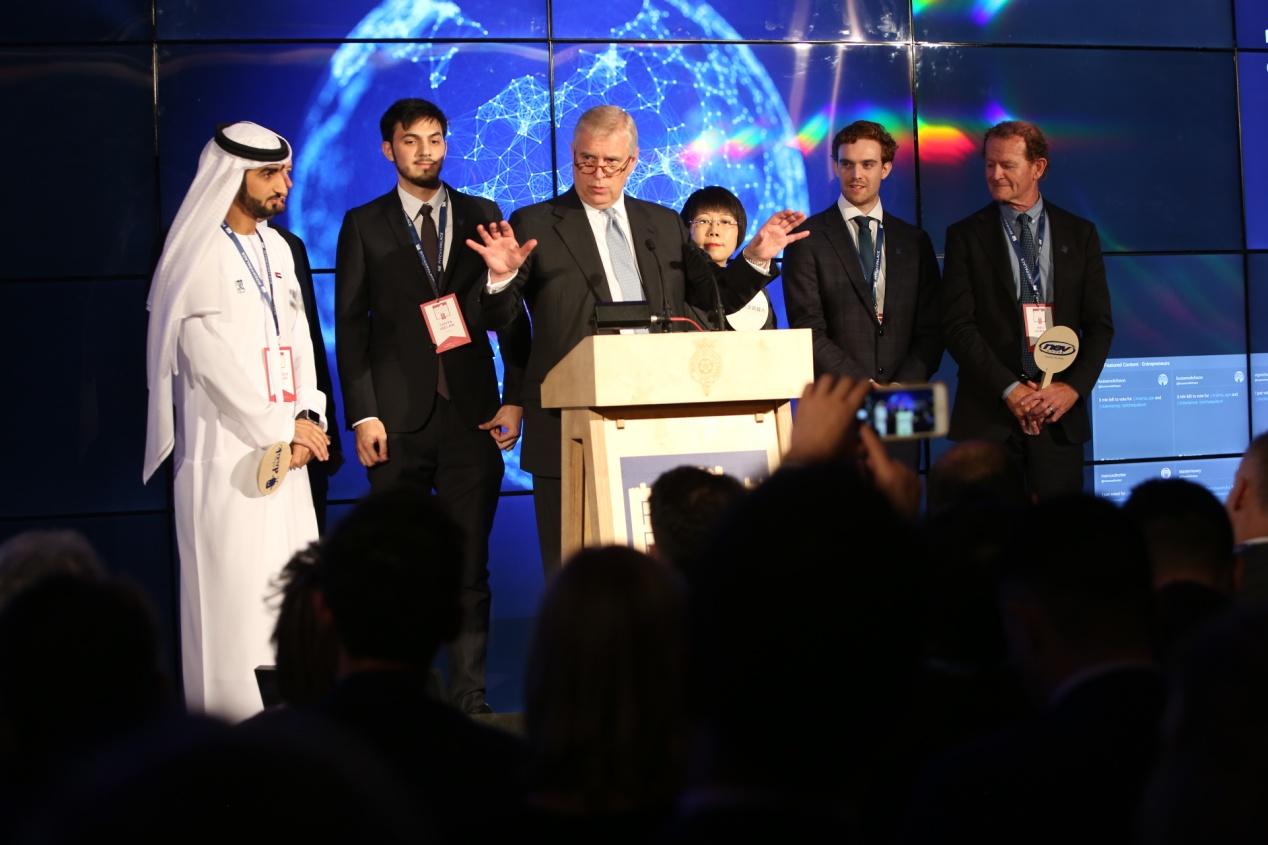 """图注:中国创业代表队的大艾机器人项目荣膺2017年""""龙门创将""""全球总决赛第二名。"""