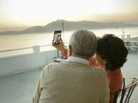 """老龄化趋势不断加重,催进了""""银发经济""""的繁荣"""