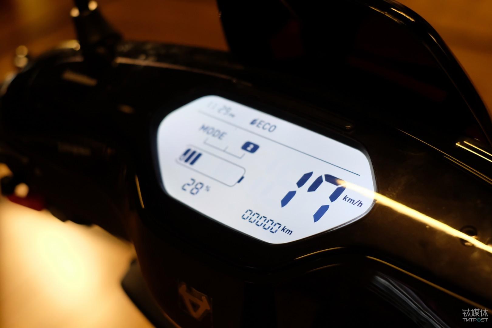 小牛电动车 M+ Pro 2 档可调,最高时速为 17kh/h
