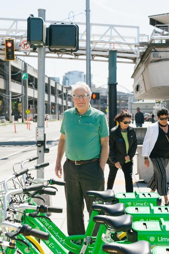 道格·麦克唐纳(Doug McDonald)每天都会向西雅图交通部门发送几张关于自行车乱停乱放的照片