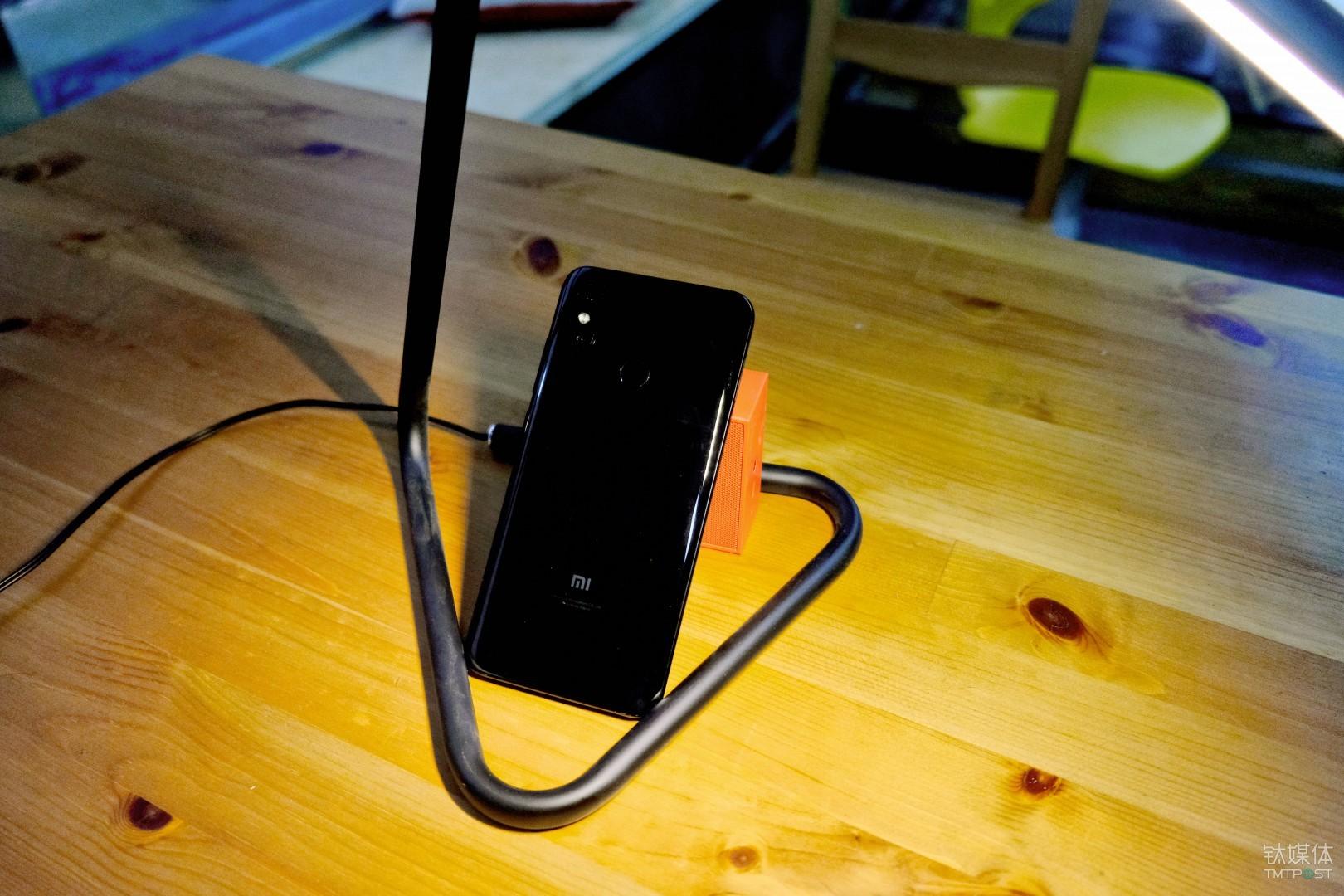 小米手机 8 背面