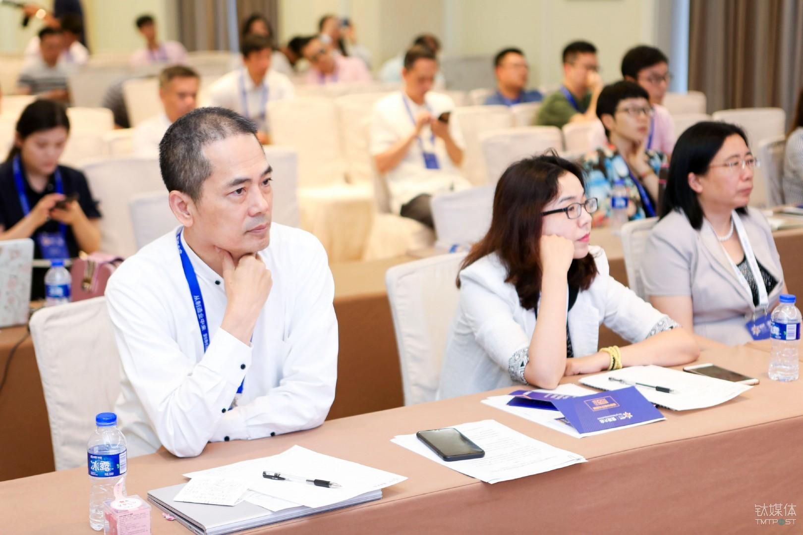 惠普全球前副总裁、及优教育科技创始人孙振耀/左