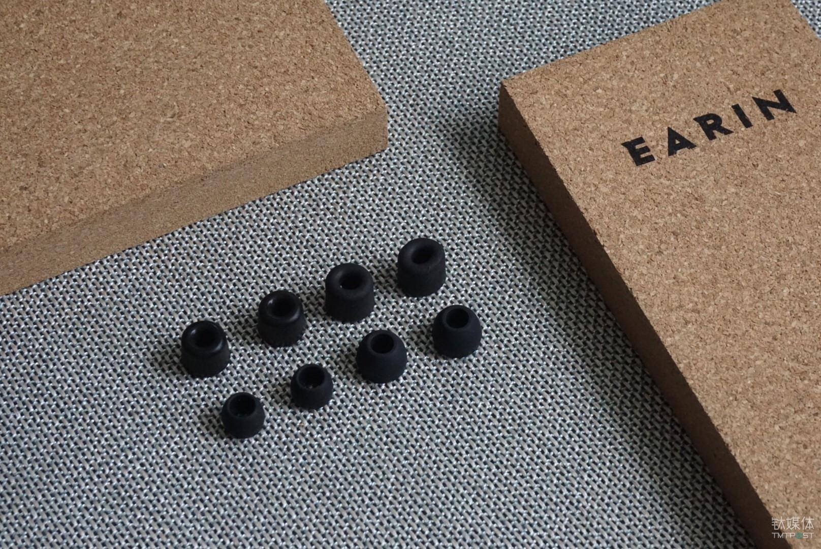 作为一款高端的无分体蓝牙耳机,三对不同尺寸的Earin专用隔音记忆海绵耳套 及一对优质硅胶耳套