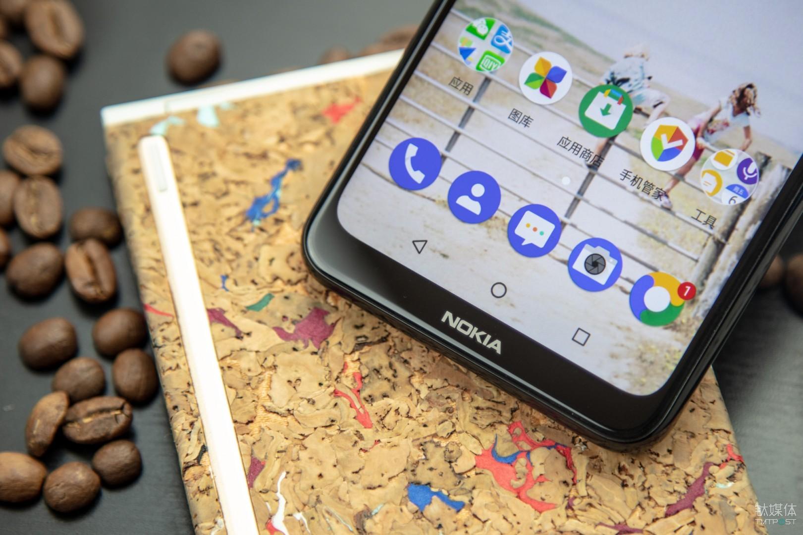 底部Nokia logo下巴