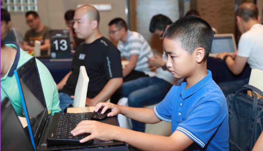 百度AI 开发者大会最年轻的开发者:来自广东中山的袁翊闳